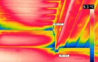 Снимок с тепловизора изнутри деревянного дома