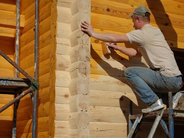 защита деревянного дома от атмосферных осадков