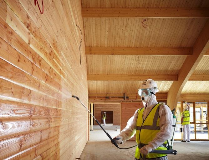 покраска  деревянных  стен  из  бруса